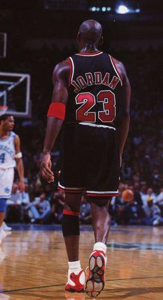 The Classy Issue Basketball Legends, Sports Basketball, Basketball Players, College Basketball, Basket Tumblr, Jordan Logo Wallpaper, Nike Wallpaper, Michael Jordan Pictures, Kobe Bryant Pictures