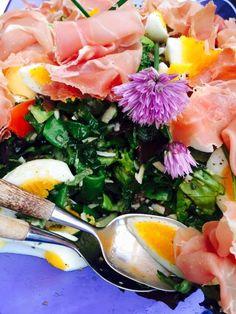 Inspirere deg til lagspill med naturen Organic Gardening, Cobb Salad, Food, Essen, Meals, Organic Farming, Yemek, Eten