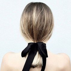 Put a bow on it. 🙌🏻 is this the chicest hair ever? . . . . #hair #hairstyles #hairgoals #hairbows #hairinspiration #hairinspo #love #trendsetter #trending #makeup #makeuplove #makeupaddict #makeupguru #saturday #saturdaystyle #mybeautymatches