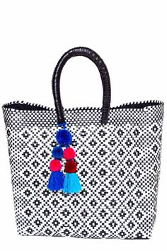 @AccompanyUS x Boutique MexicoThis Woven Lined Tote takes one of Mexico's best kept secrets—the woven plastic bag–and raises it to high fashion.