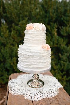 Ruffled wedding cake! Styled by ElissaKeno.com Photo by Kellie Kano