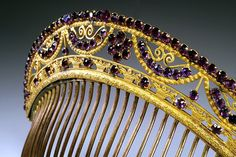 Circa 1805-1815 French Empire comb with decorated garlands embellished with amethysts.