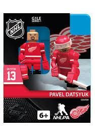 NHL OYO minifigures are designed with rotating arms and bending knees which allow them to skate, check and shoot. Each collectible minifigure comes complete with Red Wings uniform, jersey, skates, puck, player accurate stick orientation, helmet with Red Wings logo and a removable visor or shield.