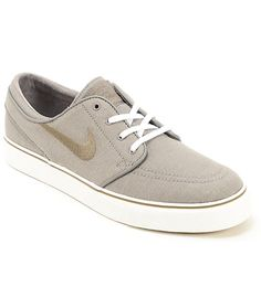 A durable ash canvas upper finished with Nike and Janoski detailing is built atop of a vulcanized rubber outsole that offers superior board grip and feel.