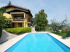 Large family villa with lake view, private pool and garden, AC, sleeps 16, WIFI