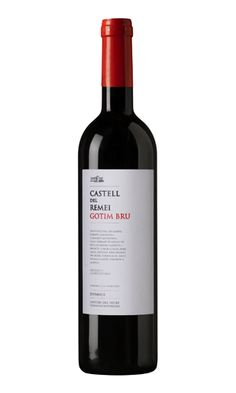 Per a Plats i Taps, Castell del Remei-Gotim Bru. Spanish Wine, Bottle Labels, Label Design, Caves, Yummy Drinks, Wine Tasting, Red Wine, Alcoholic Drinks, Glass