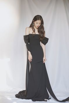 Marie Claire, Beautiful Chinese Women, Ideal Girl, Girl Korea, Girl Artist, Vogue, Girls Formal Dresses, Chinese Actress, Aesthetic Girl