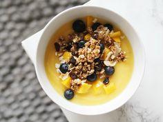 Creamy mango banana smoothie bowl <3