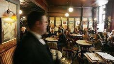 Das Café Hawelka ist für Touristen wie für Künstler und Kreative gleichermaßen eine beliebte Adresse.