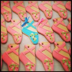 Купить или заказать Печенье/пряники - подарки гостям в интернет-магазине на Ярмарке Мастеров. Декорированное печенье - памятные подарки гостям в стиле Вашей свадьбы Печенье в виде пуант - подарки гостям - были сделаны специально для свадьбы в стиле 'Балет' бабочки - боньбоньерки на свадьбе с сине-желтом цвете радужное печенье - держатель рассадочных карточек для Радужной Свадьбы Птички - приглашения на свадьбу банки - для украшения свадебного стола для свадьбы в стиле Кантри, так ж…