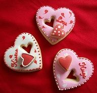 Love is sweet. with cookies! Check out this awesome ideas how to decorate your favorite heart themed cookies for upcoming Valentine's day! Fancy Cookies, Heart Cookies, Iced Cookies, Cute Cookies, Cupcake Cookies, Sugar Cookies, Cookie Favors, Flower Cookies, Valentines Day Cookies