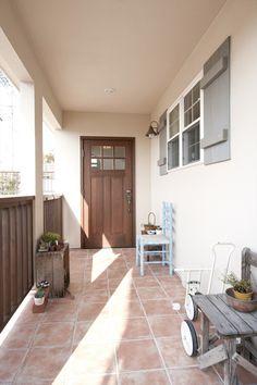 玄関ドア/ドア/無垢ドア/木/扉/ナチュラル/注文住宅/施工例/ジャストの家/door/house/homedecor/housedesign Style At Home, Outdoor Life, Outdoor Decor, House Entrance, Japanese House, Mudroom, Custom Homes, My House, Tile Floor