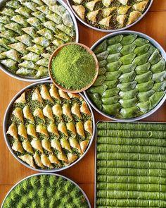 Gözyaşlarının baklavanın şerbetine karıştığı şehir Gaziantep'e selam olsun @celebiogullari #oburcan #baklava #gaziantep #oburcangaziantep #instagram #instafood #foodgram #yum #yummy #hungry #tasty #delicious Eid Cakes, Iran Food, Arabic Sweets, Grill Pan, Lava, Grilling, Bread, Instagram, Peanuts