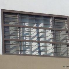 Fotografía de diseño de protecciones de ventanas elaboradas con rejas de herrería horizontales delgadas
