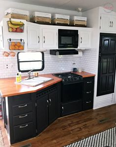 Home Renovation DIY wood countertops for RV - How to remove wallpaper border in camper or house. Remove wallpaper border glue residue DIY method that's FAST and chemical-free! Camper Storage, Diy Camper, Storage Organization, Storage Ideas, Cabinet Storage, Storage Design, Wood Storage, Camper Van, Storage Baskets