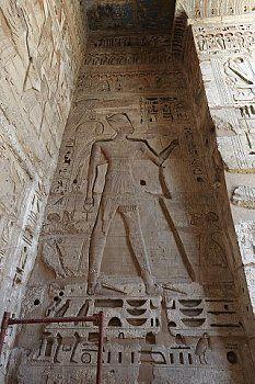 Reliefs, Medinet Habu, Luxor, Egypt                                                                                                                                                                                 Mais