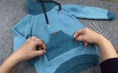 el-orgu-en-detayli-cepli-reglan-kol-kazak The clothing culture is very old. Knitting For Kids, Baby Knitting Patterns, Hand Knitting, Kids Fashion Blog, Boy Fashion, Moda Emo, Raglan, Overall, Pulls
