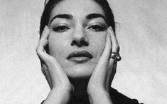 Η Μαρία Κάλλας ήταν χωρίς καμία αμφιβολία η σημαντικότερη σοπράνο της όπερας που έκανε πολλά χιλιόμετρα στο καλλιτεχνικό στερέωμα. Maria Callas, Beautiful Voice, Beautiful People, Early Music, Black And White Face, Noomi Rapace, Greek Music, Music Station, Mickey Rourke