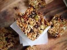 Low GI muesli slice (sweetened with a little honey) - the tastiest granola snack bars Healthy Bars, Healthy Sweet Treats, Healthy Snacks, Healthy Eating, Healthy Breakfasts, Yummy Treats, Healthy Recipes, Low Gi Desserts, Muesli Slice