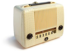 Emerson Radio Model 560, circa 1947 / via galessa's plastics on flickr
