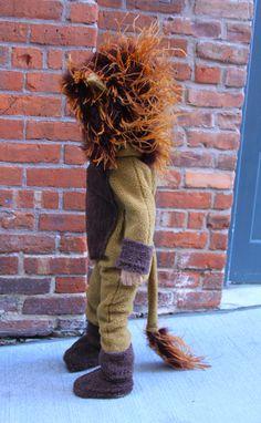 Lion Costume for Children Tutorial — Life is Made DIY Lion Costume for Toddlers, main is made with an ostrich boa. Lion Halloween Costume, Tiger Costume, Toddler Costumes, Baby Costumes, Halloween Kids, Pirate Costumes, Diy Lion Costume, Lion Costumes, Bag Tutorials