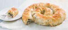 Börek met spinazie, Turkse rol van filodeeg gevuld met spinazie en feta is heerlijk als hapje of maaltijd, inclusief video hoe je hem stap voor stap maakt