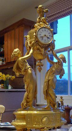 Antiguo reloj de manel francés en bronce dorado de gran tamaño. - Douglas Antigüedades Gavin