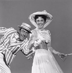 Dick Van Dyke and Julie Andrews rehearsing on the set of Mary Poppins, 1963 Julie Andrews Mary Poppins, Mary Poppins Movie, Mary Poppins 1964, Merry Poppins, Vintage Videos, Disney Love, Disney Magic, Disney Couples, Disney Stuff