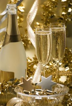 Champagne is power. Champagne is luxury. Christmas Is Coming, Christmas And New Year, Christmas Time, Xmas, Smileys Gif, Holidays And Events, Happy Holidays, Raindrops And Roses, Happy New Year 2016
