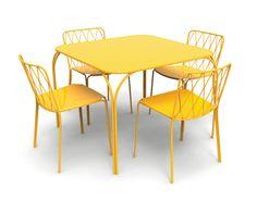 Il tavolo giallo sole della collezione Kintbury di Fermob ha il piano ...