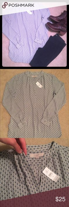 NWT Ann Taylor Loft Tunic XS Navy Cream NWT Loft XS tunic with navy and cream pattern print. Perfect with leggings for fall and tucked in shorts/skirt for spring and summer. Retail not outlet.... no trades... as always, reasonable offers welcome LOFT Tops Blouses