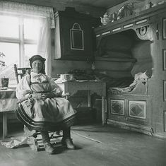 Meyer, Elisabeth Elderly woman in a rocking chair. Photographs from Setesdal around Gelatin silver print, baryta Old Pictures, Old Photos, Sons Of Norway, Baden Germany, Norwegian Style, German Folk, Swedish Christmas, Trondheim, Antique Clothing
