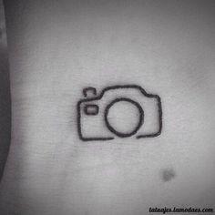 En la mano, en la muñeca, en un rincón oculto del cuerpo...si estás pensando en hacerte un tatuaje mini, mira estas ideas que te inspirarán.