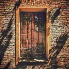 Atrapado en las sombras. #zaragozadestino http://instagram.com/unaimensuro