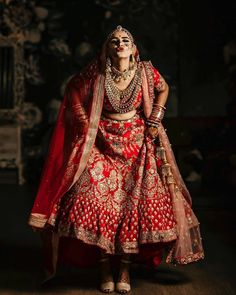 Cute and trendiest bridal pose ideas – girl photoshoot poses Indian Bride Poses, Indian Wedding Poses, Indian Bridal Photos, Indian Wedding Couple Photography, Indian Bridal Outfits, Indian Bridal Fashion, Indian Weddings, Bride Indian, Indian Wear