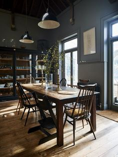 Mix and match vintage Ercol (or Ercol style) for dining table perfection. Dark Grey Dining Room, Rustic Dining Rooms, Kitchen Dining Tables, Dining Room Cabinets, Dark Wood Living Room, Dark Rooms, Dining Sets, Kitchen Chairs, Glass Cabinets