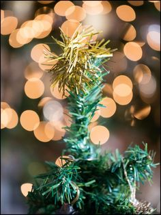Repurpose gold or silver tinsel into an upcycled tree topper by cutting a two-inch strip to size and fastening it to the top with floral wire. Tinsel Christmas Tree, Tinsel Tree, Tabletop Christmas Tree, Beautiful Christmas Trees, Holiday Tree, Christmas Tree Decorations, Holiday Decor, Tree Toppers, Repurpose