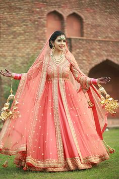 Looking for Sikh bride in gold and coral anarkali with kaleere? Browse of latest bridal photos, lehenga & jewelry designs, decor ideas, etc. Sikh Bride, Punjabi Bride, Pakistani Bridal, Indian Bridal, Punjabi Wedding Suit, Designer Bridal Lehenga, Lehenga Designs, Bridal Outfits, Bridal Dresses
