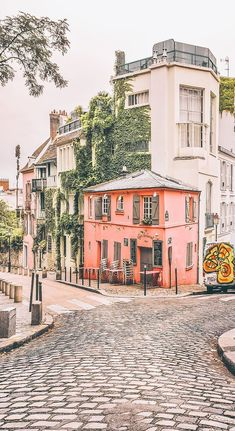 Paris Itineraries: Places to Visit in Paris in 2 Days | Avenly Lane by Claire