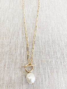 """Large drawn cable link necklace 16""""in length with toggle clasp and FWP white Baroque pearl pendant. *you request longer or shorter leave details in notes at checkout if longer than 15"""" it will be an additional charge so please DM to order yours. Horseshoe Necklace, Moon Necklace, Bar Necklace, Initial Necklace, Simple Necklace, Dainty Necklace, Pearl Jewelry, Fine Jewelry, Jewellery"""