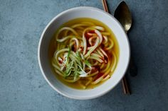 Anna Jones' golden turmeric and ginger udon noodle soup Turmeric Shots, Turmeric Juice, Turmeric Recipes, Vegetarian Cooking, Fun Cooking, Vegetarian Recipes, Cooking Recipes, Lentil Recipes, Veggie Recipes