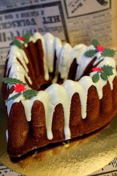 Tämä herkkukakku kannattaa valmistaa nyt ja antaa maustua aattoon saakka. Niin herkullista!! Ohje on todella hauska ja jouluinen. Se kanna... Christmas Is Coming, Christmas Baking, Cake Recipes, Pudding, Cupcakes, My Favorite Things, Cooking, Sweet, Desserts