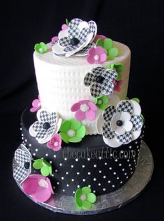 Houndstooth by the cake attic (4/24/2012)  View cake details here: http://cakesdecor.com/cakes/13305