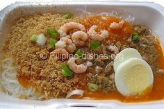 Palabok is a Filipino Dish made with minced pork, Rice Noodles and served with lemon. The dish is commonly found in fastfood chains in the Philippines