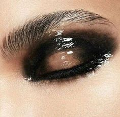 Trucco glossy eyes effetto bagnato - Glossy Eyes sfumato