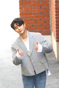 The first international site dedicated to updates about Brian Kang Younghyun (YoungK) since September Degree. Young K Day6, Music Rock, Jae Day6, Kim Wonpil, Kpop Guys, Flower Boys, K Idol, Btob, Good Looking Men