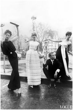 Hanover Square in London Photographed by Brian Duffy during 1961 Sixties Fashion, Fashion Mag, Retro Fashion, Vintage Vogue, Vintage Wear, Brian Duffy, Bride Silhouette, David Bailey, Vintage Fashion Photography