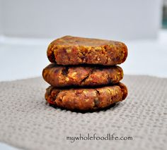 Carrot Cake Larabar Bites.  If you like the taste of carrot cake, you will love these.  The best part?  They only take minutes to make.  Vegan, gluten free and grain free.