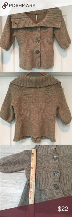 Free People cropped sweater In excellent condition with no flaws. Feel free to ask questions! Free People Sweaters