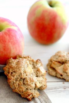 Yummy Mummy Kitchen: Apple Oat Breakfast Cookies ~fair SUCCESS: used GF mix and oil, next time try grating apple and high temp to crisp (did 400 only, turned soft), def sprinkle on sugar : ) - keep in fridge Breakfast Desayunos, Breakfast Cookies, Breakfast Recipes, Breakfast Healthy, Healthy Eating, Health Breakfast, Yummy Mummy, Yummy Food, Oat Cookies